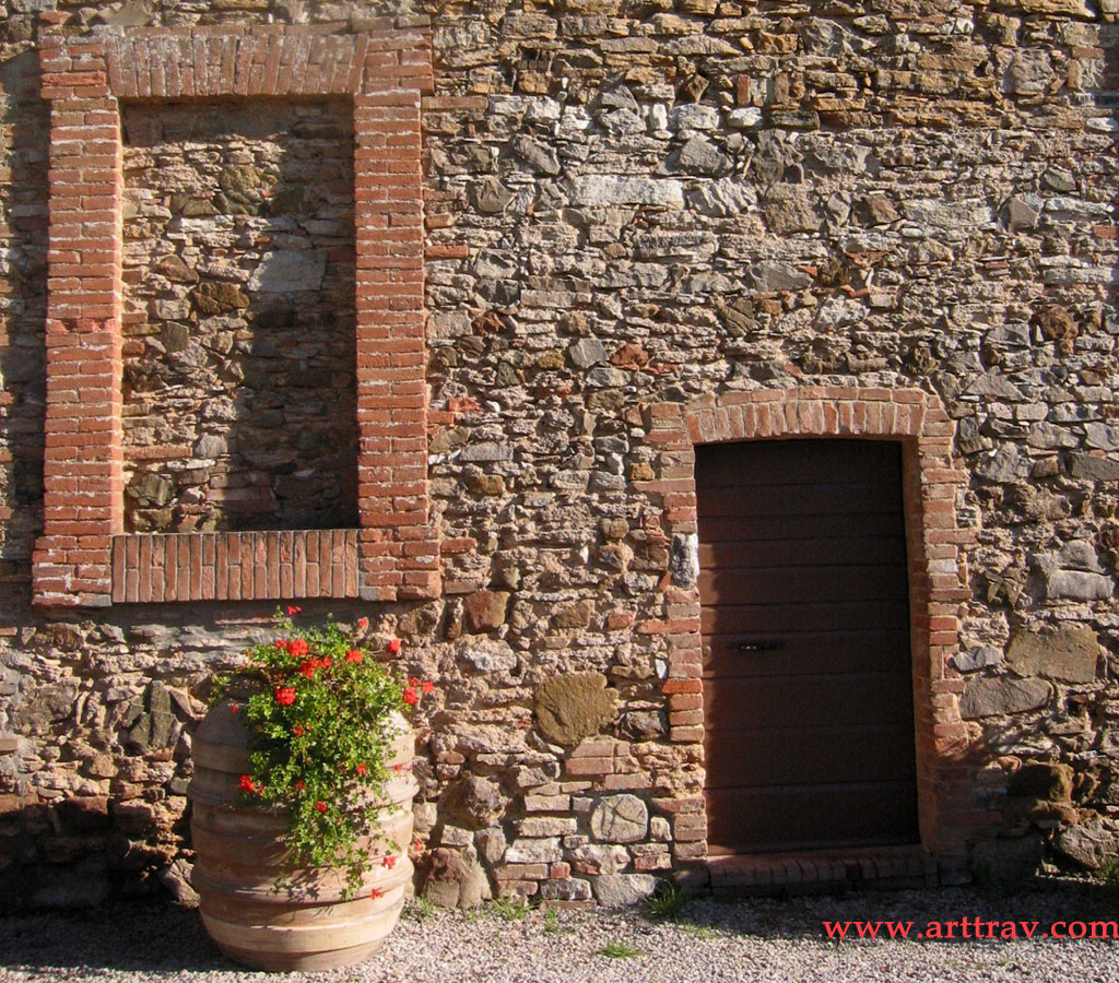 wallpapers (or simply enjoy). A door in an old brick wall – Rapolano,
