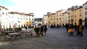 Piazza dell'ampiteatro by day