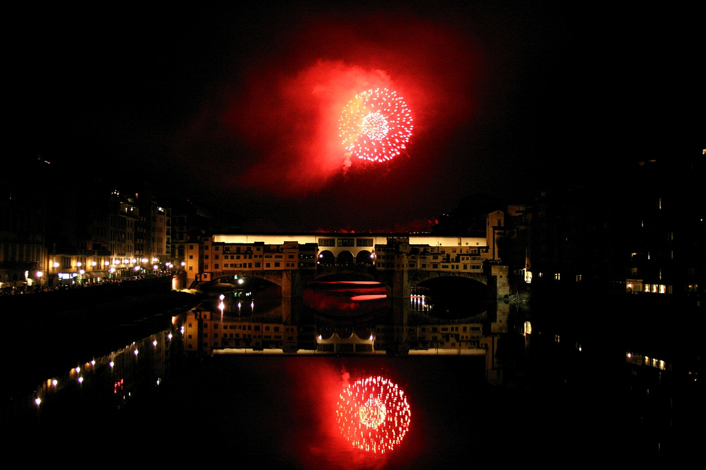 Stunning fireworks and reflections captured by Lapo