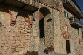 Photo of Montecastelli: www.castellitoscani.com