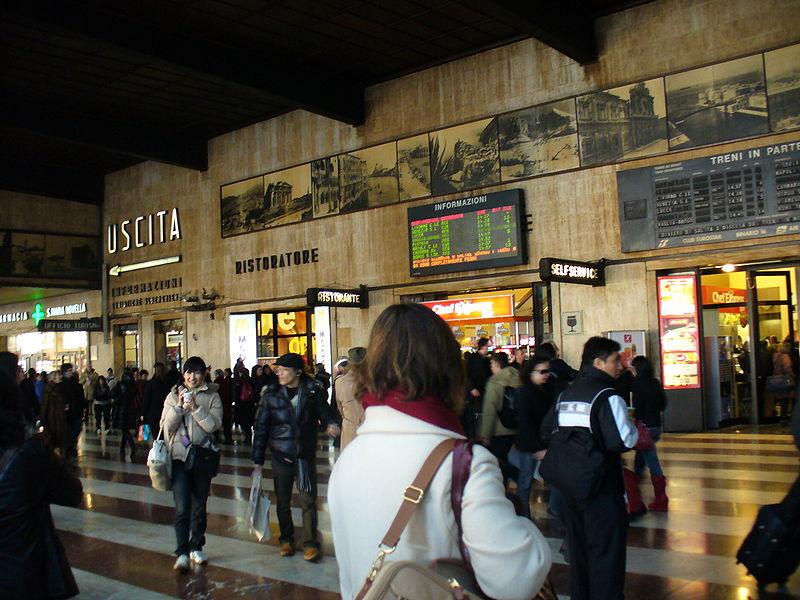 800px-interior_of_firenze_santa_maria_novella_railway_station_25_freepenguin