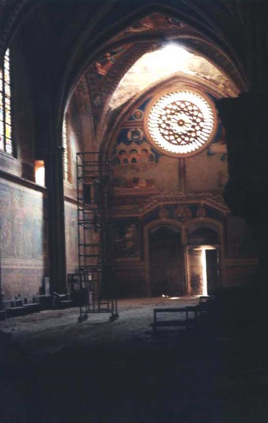 Assisi, damaged first bay, Photo Gerhard Ruf, http://expo.khi.fi.it