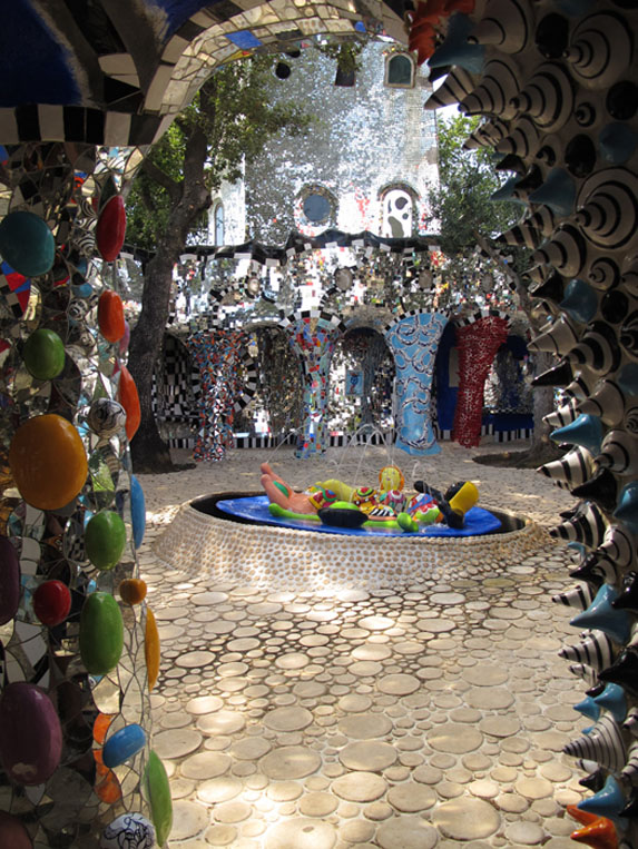 Predicting Our Future A First Date At Niki De Saint Phalle S Tarot Garden In Maremma