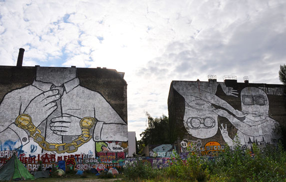Berlin Street Art - Blu
