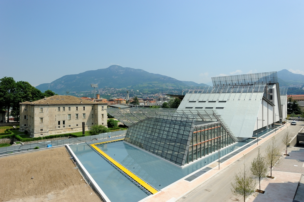 Muse trento where science technology and architecture for Renzo piano trento