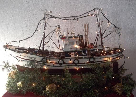 Christmas Boat Greece.Christmas Traditions In Greece Arttravarttrav