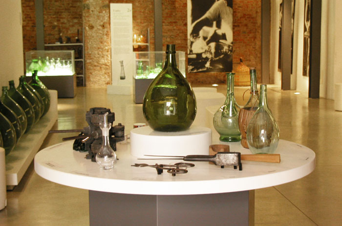 Simple green glass and its tools - a museum you can touch
