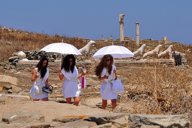 What to wear in Delos (sort of). Actresses return from historic re-evocation carrying frappés and big purses. Photo: Flickr user @dark4dawn