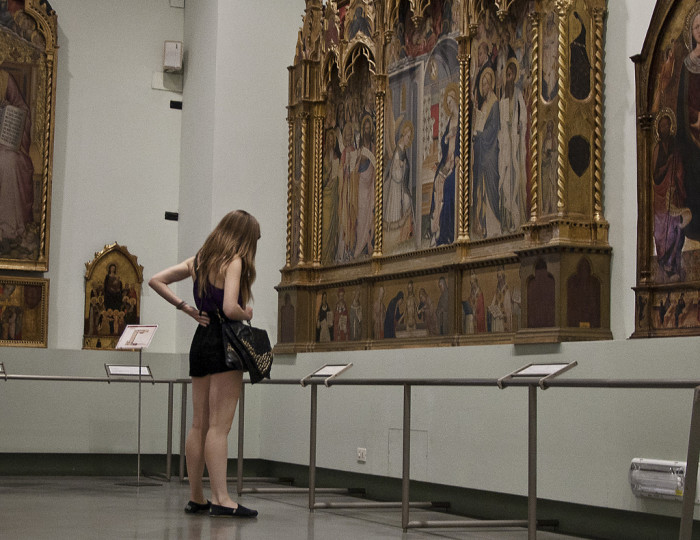 Looking at art in an uncrowded setting (Accademia) | Photo Eric Parker, Flickr