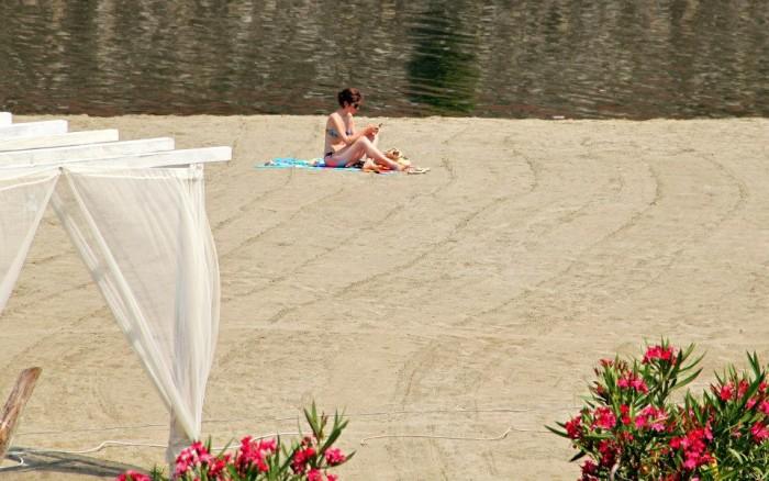 Easy Living beach on the arno   Photo Aneta Garčicová and Lenka Rusňáková for The Florentine