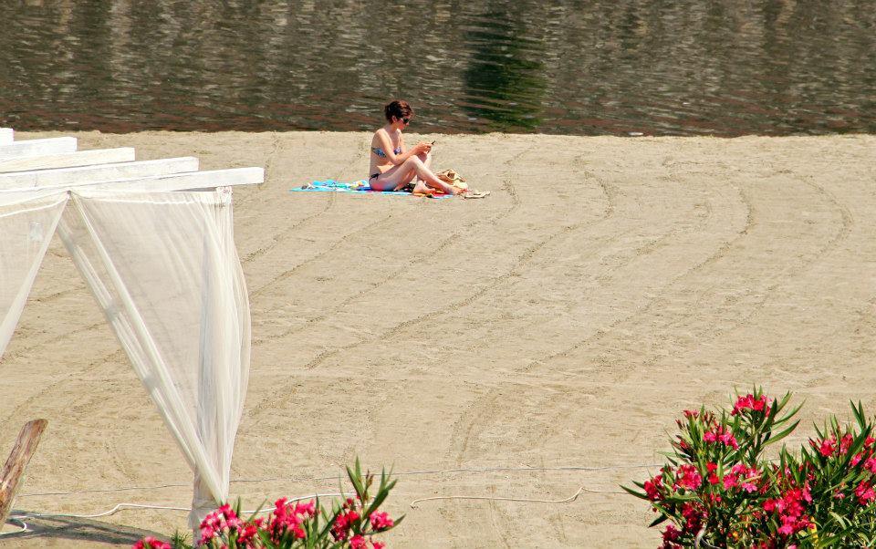 Easy Living beach on the arno | Photo Aneta Garčicová and Lenka Rusňáková for The Florentine