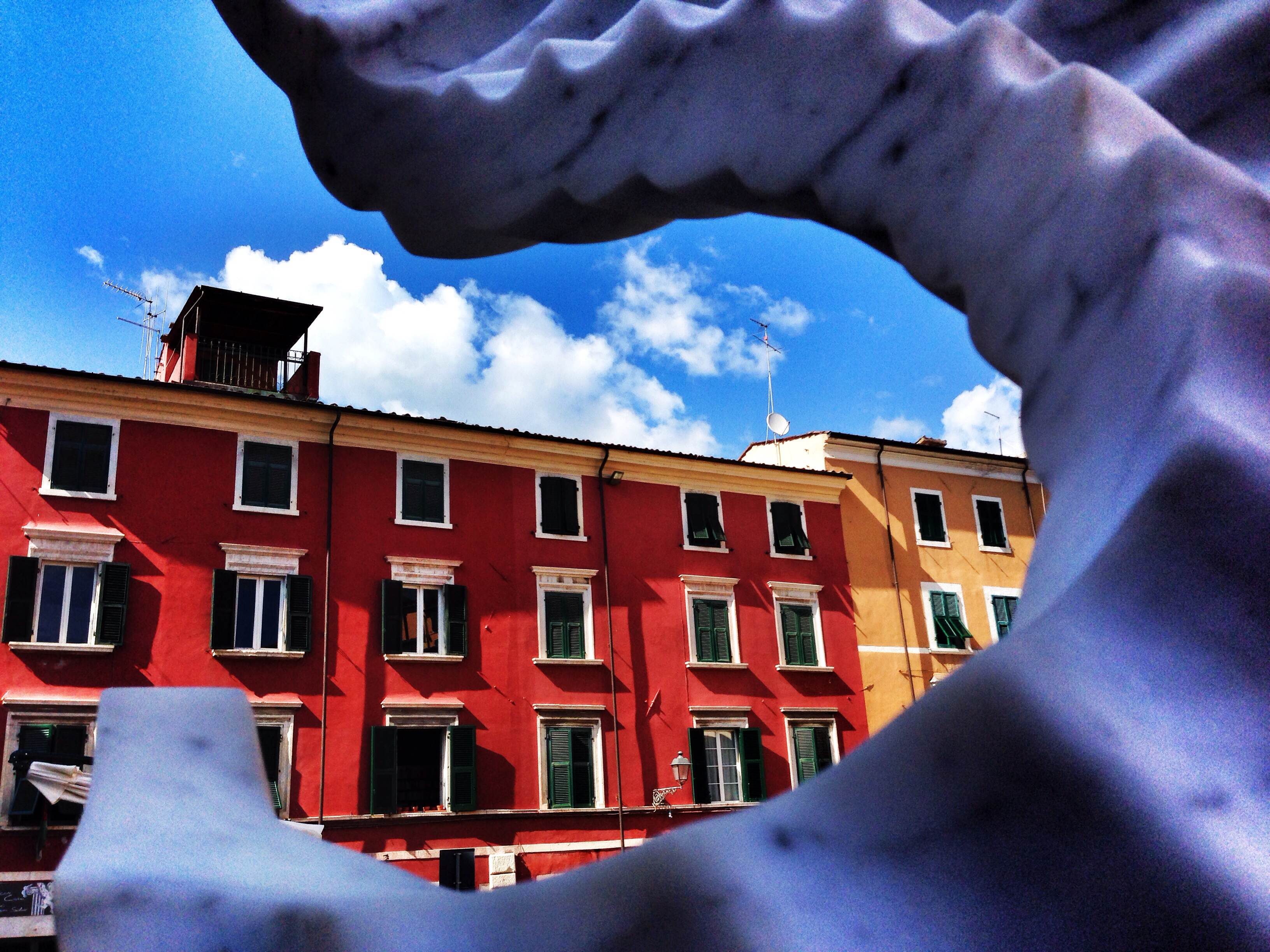 Carrara's colourful buildings through contemporary sculpture / Photo Valentina Dainelli
