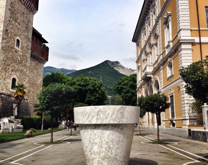 Big marble pot in Carrara / Photo Valentina Dainelli