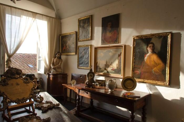 The antique show