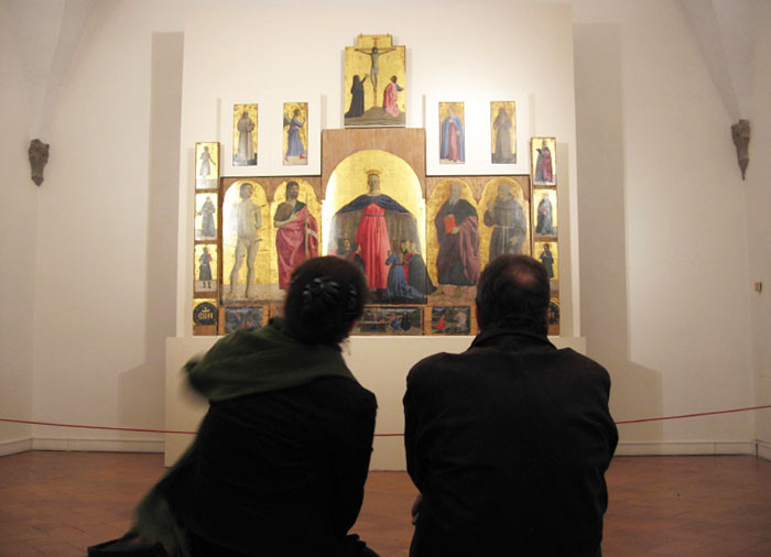 People looking at the Misericordia polyptich by Flickr user @jcherfas
