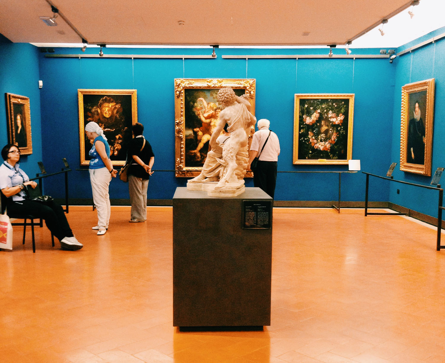Photographing the blue rooms at the Uffizi / with thanks to Giorgia http://instagram.com/aprivatekindofhappiness