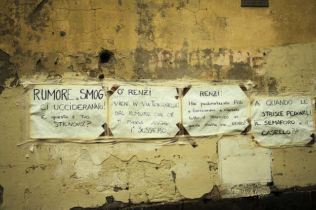 "Protesting posters against ""Renzi's"" pedestrianizing of Piazza della Passera 