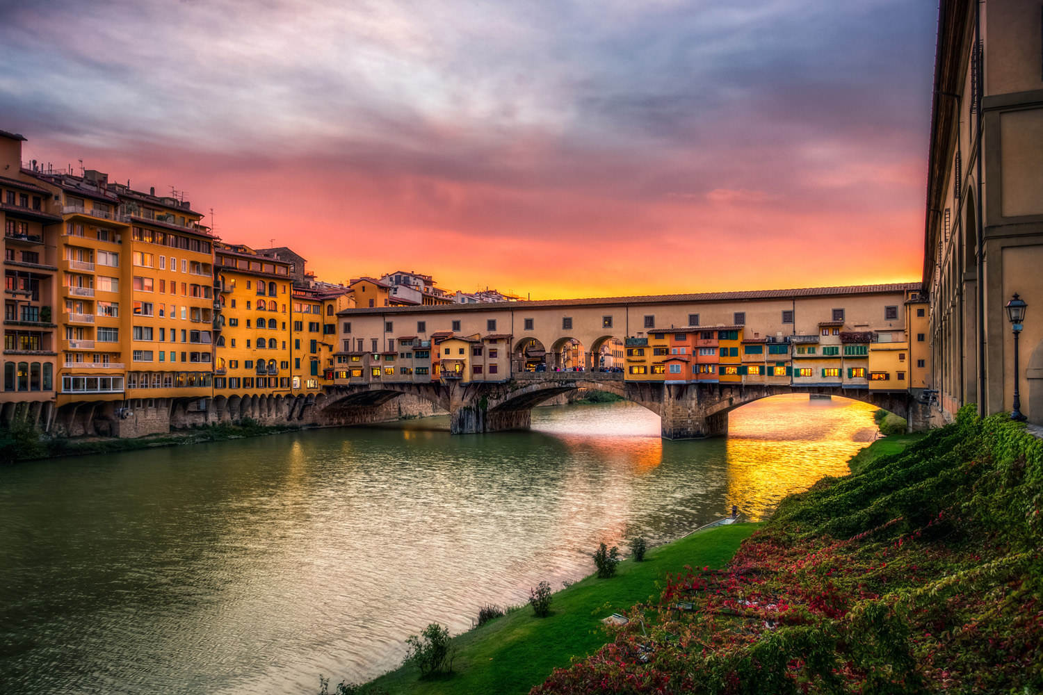 Sunset and the ponte vecchio. Some things stay the same... | Photo Justin Brown on flickr