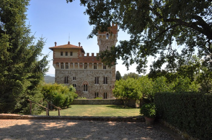 Be it a castle or an apartment in Italy that you're buying, these will be useful tips