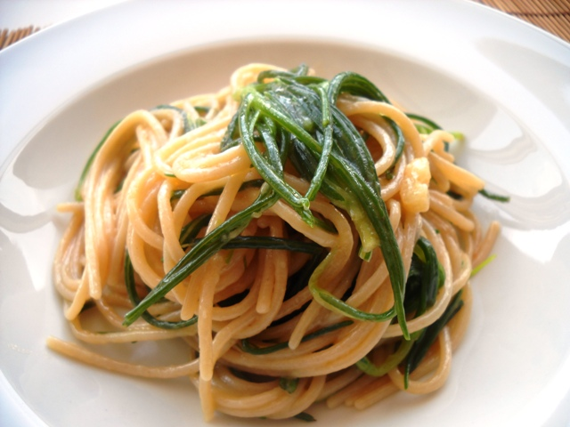 Spaghetti and Agretti - photo and recipe on Vegan Blog - click for link