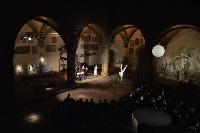 Dance, installation and music in the Bargello Courtyard by Flame Ensemble