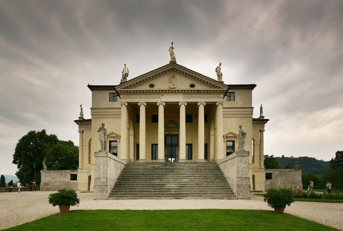 """Villa Rotonda front"" by Stefan Bauer (www.ferras.at) Licensed under CC BY-SA 2.5 via Commons"