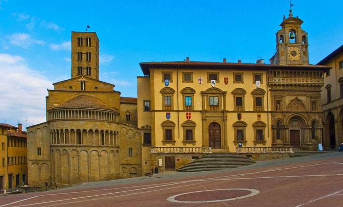 Piazza grande, Arezzo | Photo flickr user Guillén Pérez