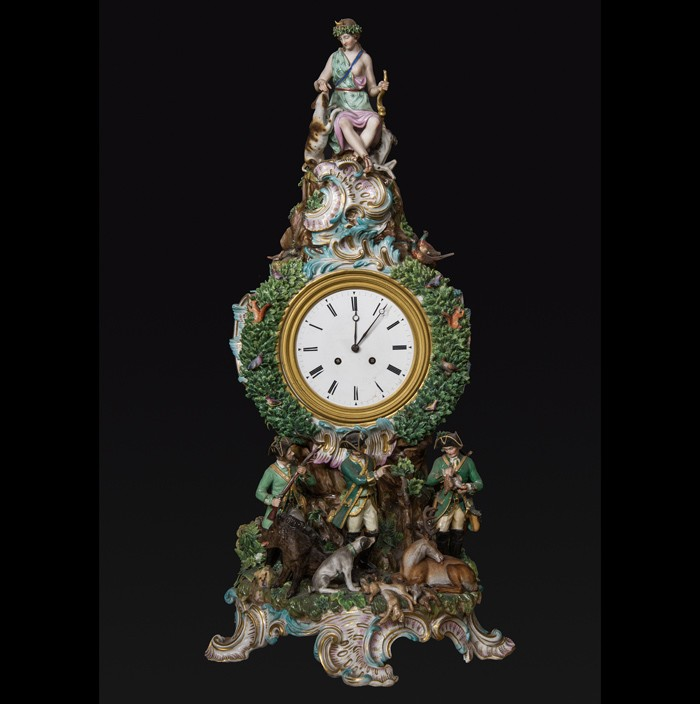 Manifattura di Meissen, Orologio con Diana cacciatrice, 1847, porcellana, metallo smaltato, cm 70x27x22, Galleria Palatina, Ridotto della Camera del Re
