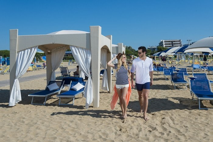 An ideal sized tent (!!) at the beach of Hotel Savoy in Bibione