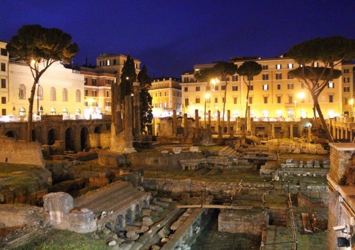Largo di Torre Argentina | Photo courtesy of Steve Brenner, www.the-beehive.com