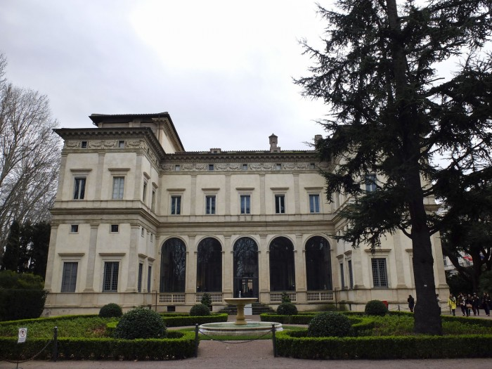 Villa Farnesina from the front