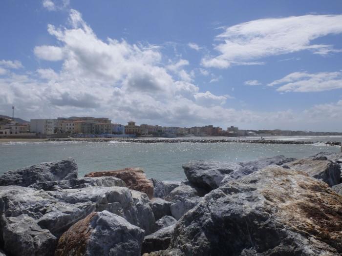 """San Vincenzo seen from the """"Passeggiata del Marinaio"""""""