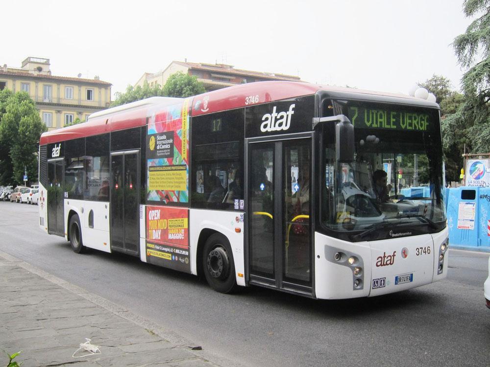 Bus number 17 in piazza della repubblica | Photo Stephen Rees