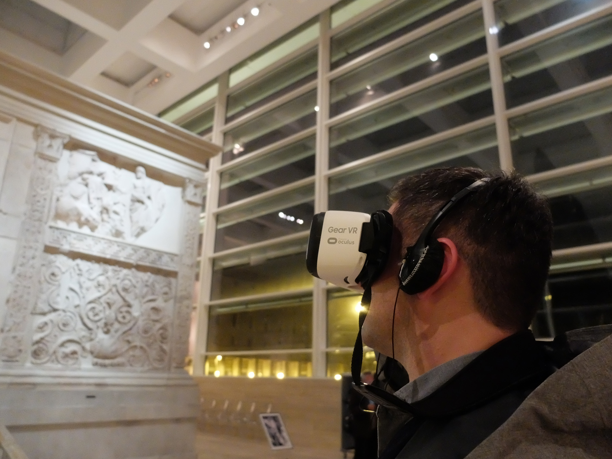 Looking at the ara pacis