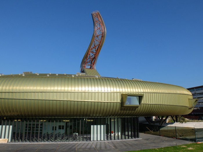 Sensing the waves is the name of the new Pecci Prato building by Maurice Nio