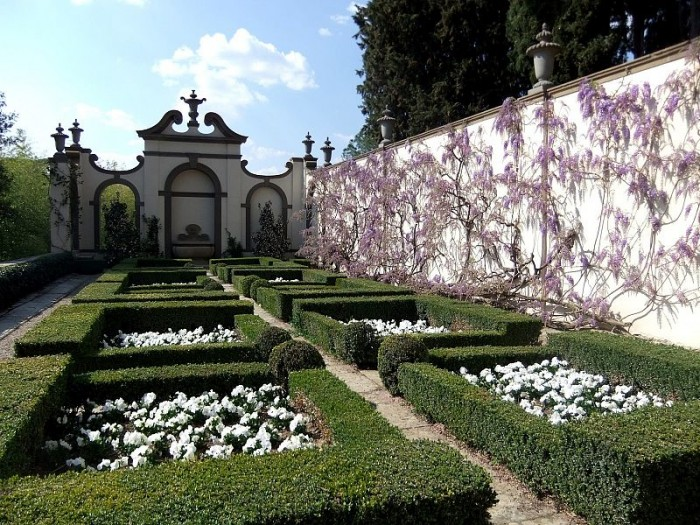 The garden at Villa i Tatti, Harvard's center for Renaissance Studies | Photo: fiesole.it