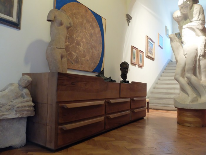 The entrance hallway is a capsule of the collection - funiture, works by Michelucci, gifts from friends and paintings by his wife