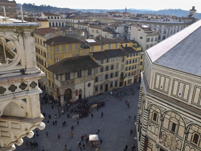 Piazza Duomo seen from 36 meters above (rather than from the top of the dome) is much closer!