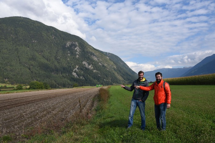 Tommaso and Artur pointing to the potato field like the crazy non-farmer tourists that we are!