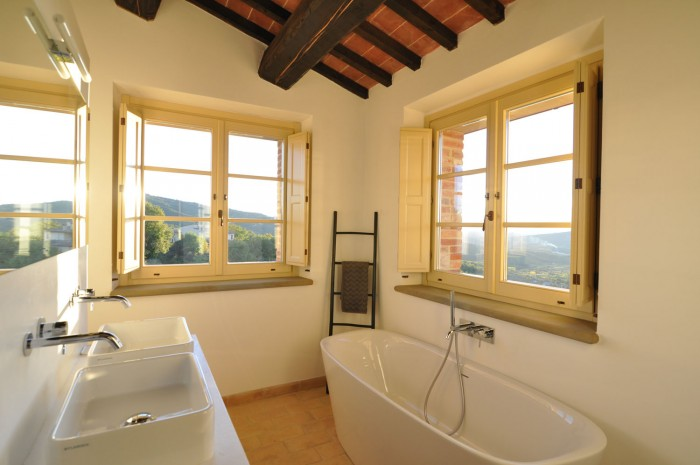 I just love this bathroom. I swear I didn't even retouch this photo, that's how much light comes in through its two windows!