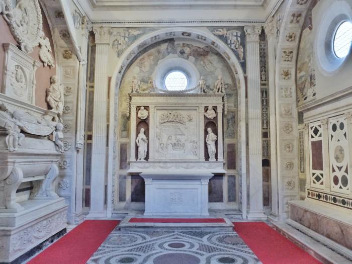 Sant'Anna dei Lombardi houses 2 chapels by Benedetto di Maiano and Antonio Rossellino
