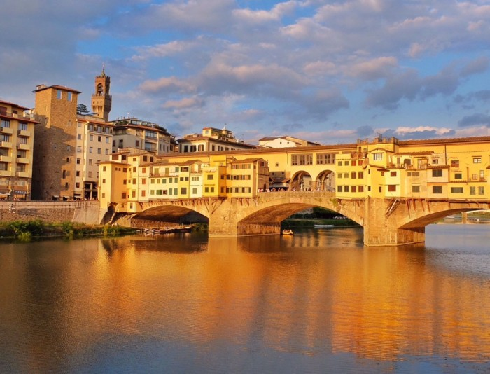 That warm sun sure looks pretty coming down on the ponte vecchio...