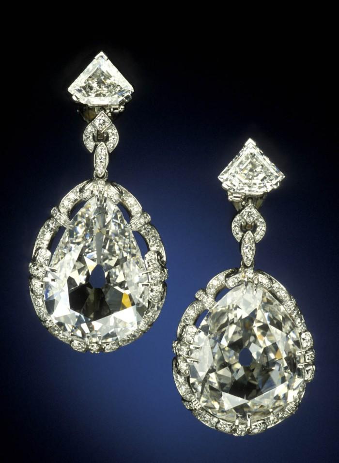 Marie Antoinette's diamond earrings. Photo: Smithsonian Institution.