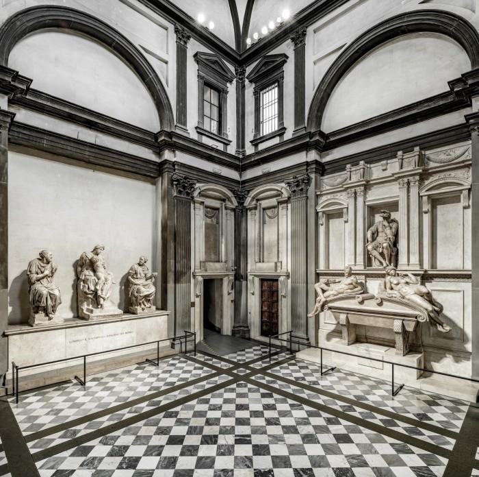 The tomb of Lorenzo Duke of Urbino (right) and of Lorenzo il Magnifico (left)