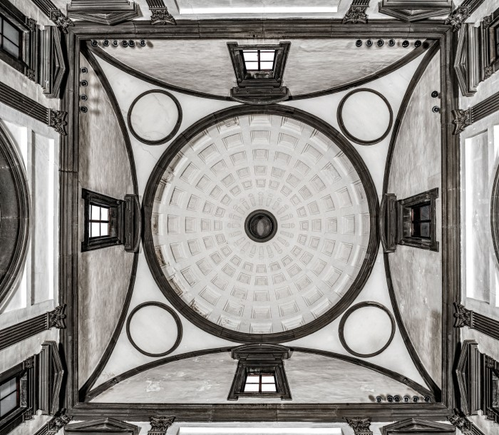 Looking up at the ceiling of the New Sacristy. Note the windows, of which one is obstructed.