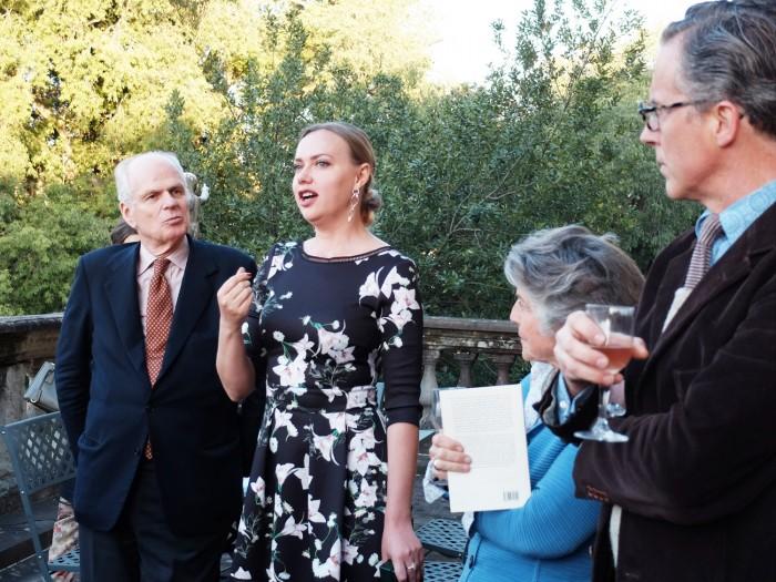 Ksenia Ermakova (center) speaks about Tuscany Bloggers; on the right, Princess Corsini and Neri Torrigiani