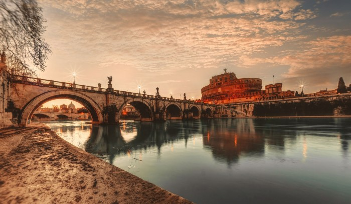 Rome, Castel Sant'Angelo over the Tevere | Ph. Photo by Willian West on Unsplash