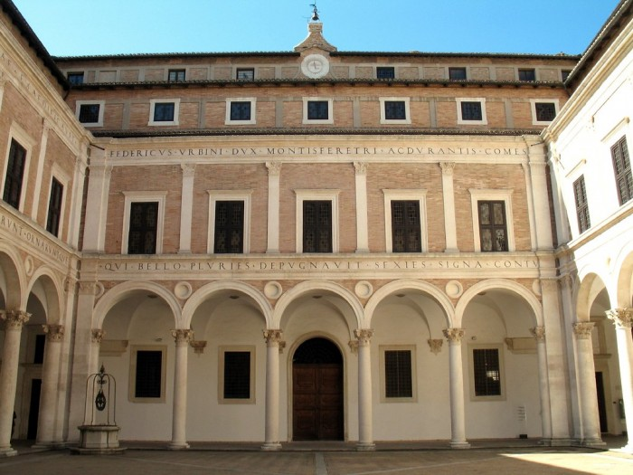 Urbino, courtyard of the Palazzo Ducale | ph. Flickr user gengish skan