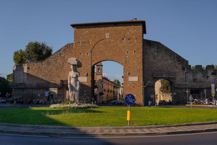 Dietrofront, Porta Romana