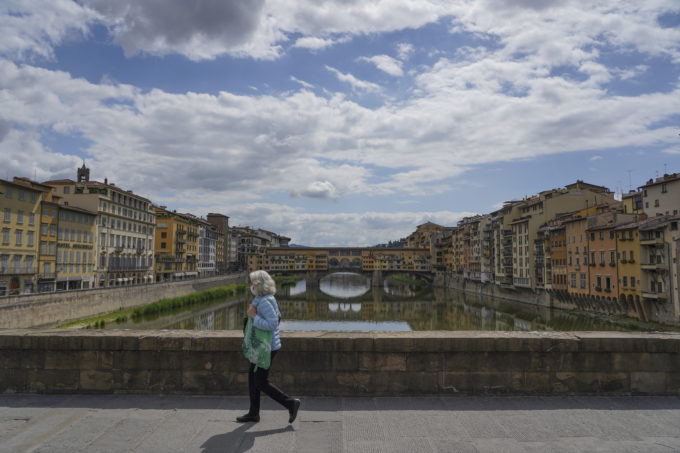 ponte Santa Trinità, with a view of Ponte Vecchio